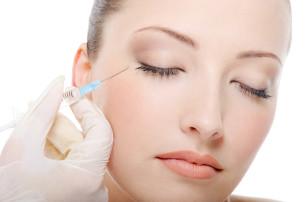 Gesichtsverjüngung, Faltenunterspritzung, Botox, Augenlidkorrektur, Facelift, Halslift, Minilift,